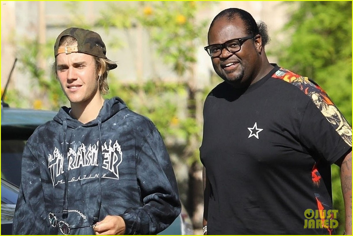 justin bieber heads into studio with poo bear 07