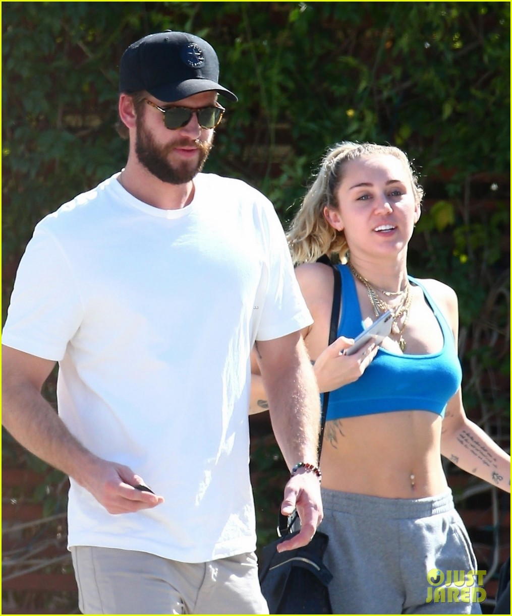 miley cyrus liam hemsworth breakfast date 02