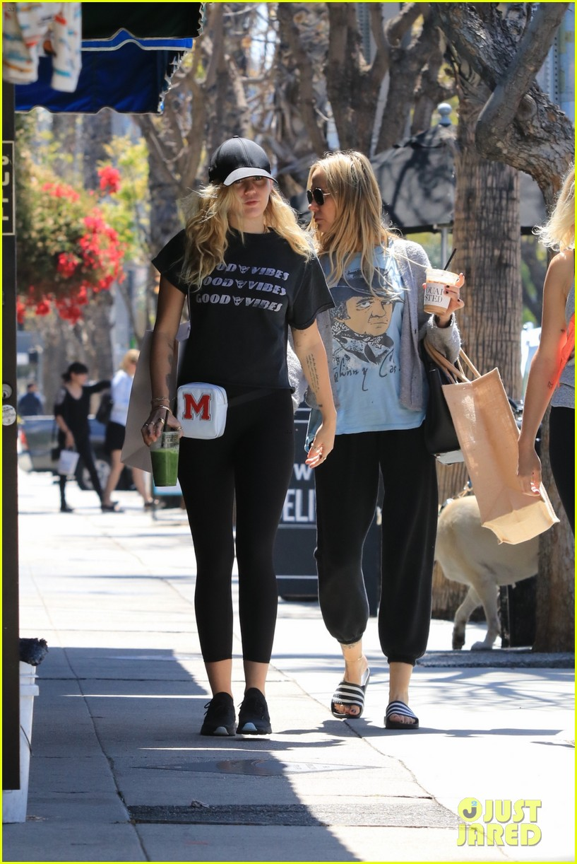 miley cyrus is all about the good vibes while shopping in studio city 11