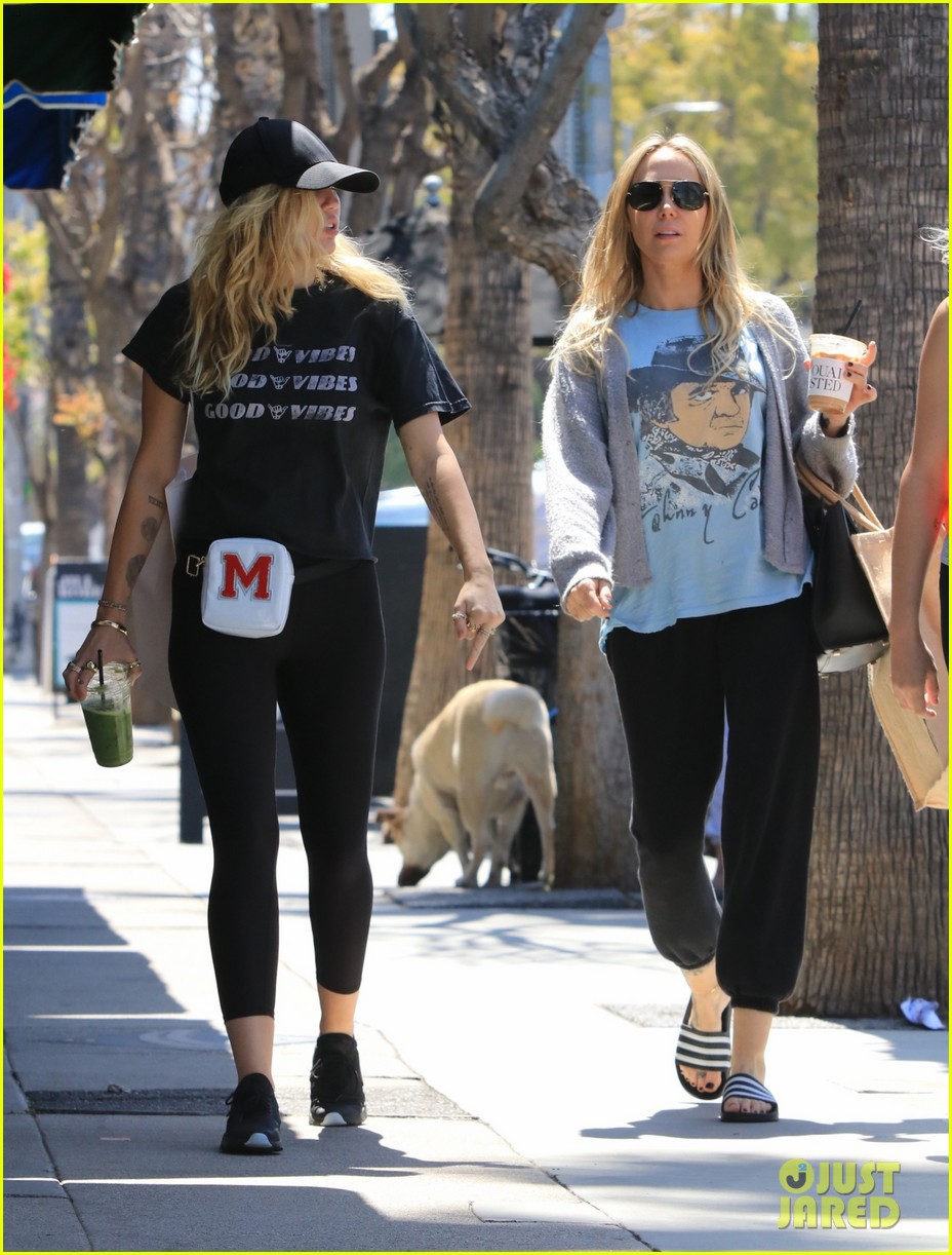 miley cyrus is all about the good vibes while shopping in studio city 15