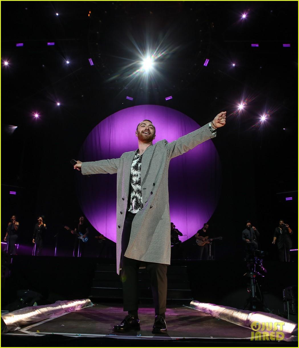 ed sheeran sam smith take stage at biggest weekend 27