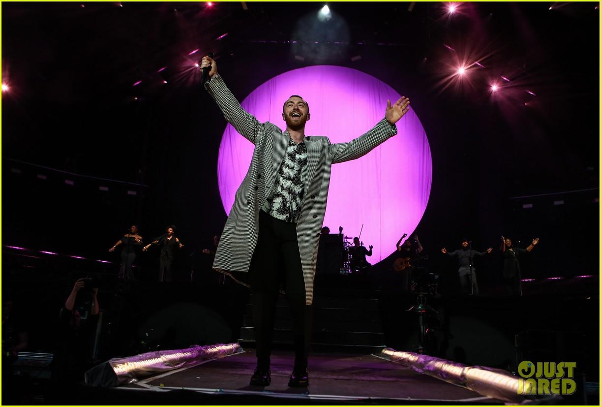 ed sheeran sam smith take stage at biggest weekend 30