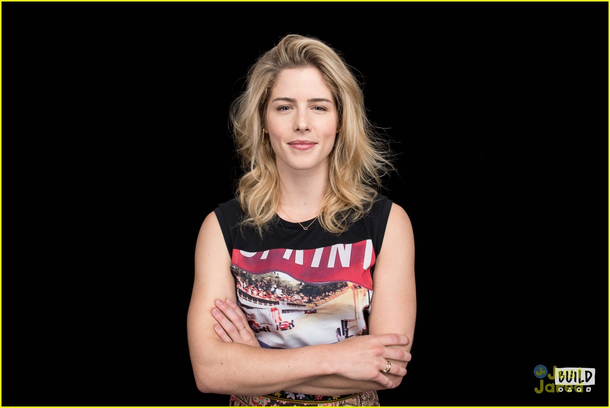 emily bett rickards felicity smoak quiz build 06
