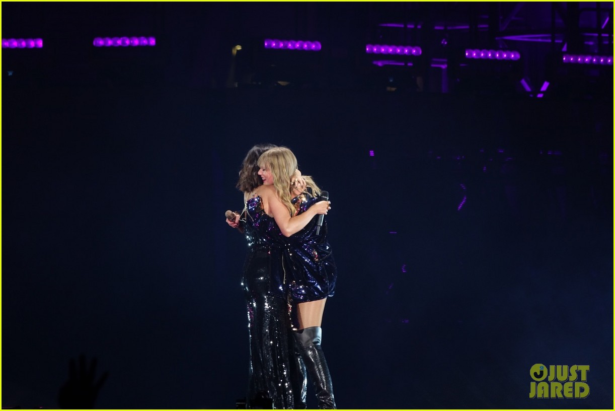 selena gomez makes surprise appearance at taylor swift reputation tour show 02