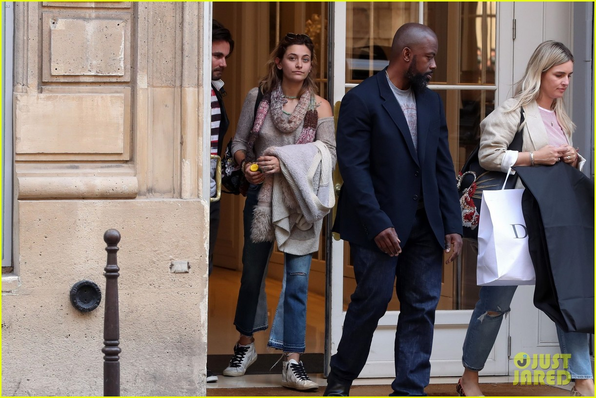 paris jackson shows off her style at the dior hq in paris2 01