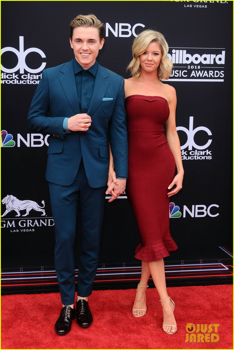 Jesse Mccartney Brings Girlfriend Katie Peterson To Billboard Awards 01