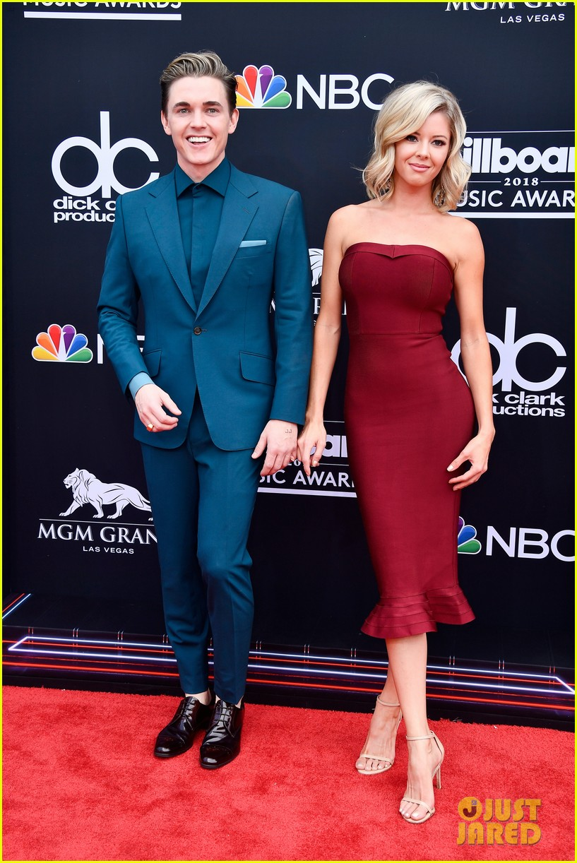 Jesse Mccartney Brings Girlfriend Katie Peterson To Billboard Awards 05