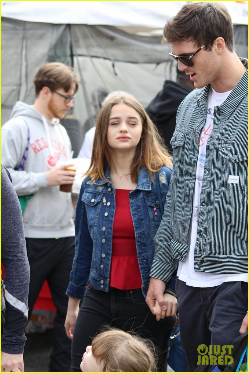 joey king shares bts video from kissing booth burger scene 03
