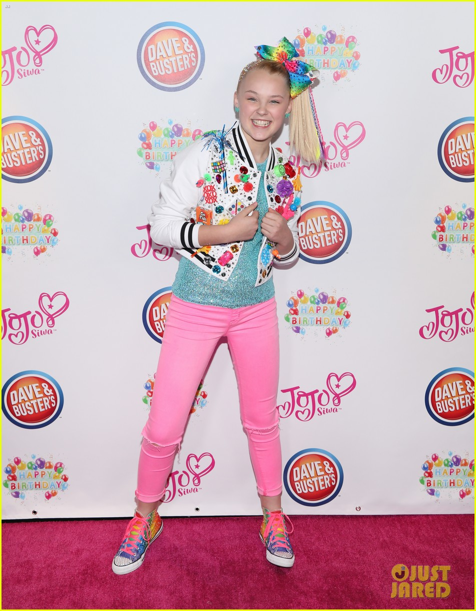 jojo siwa celebrates birthday dave and busters 01