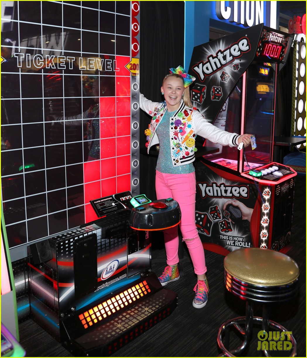 jojo siwa celebrates birthday dave and busters 06