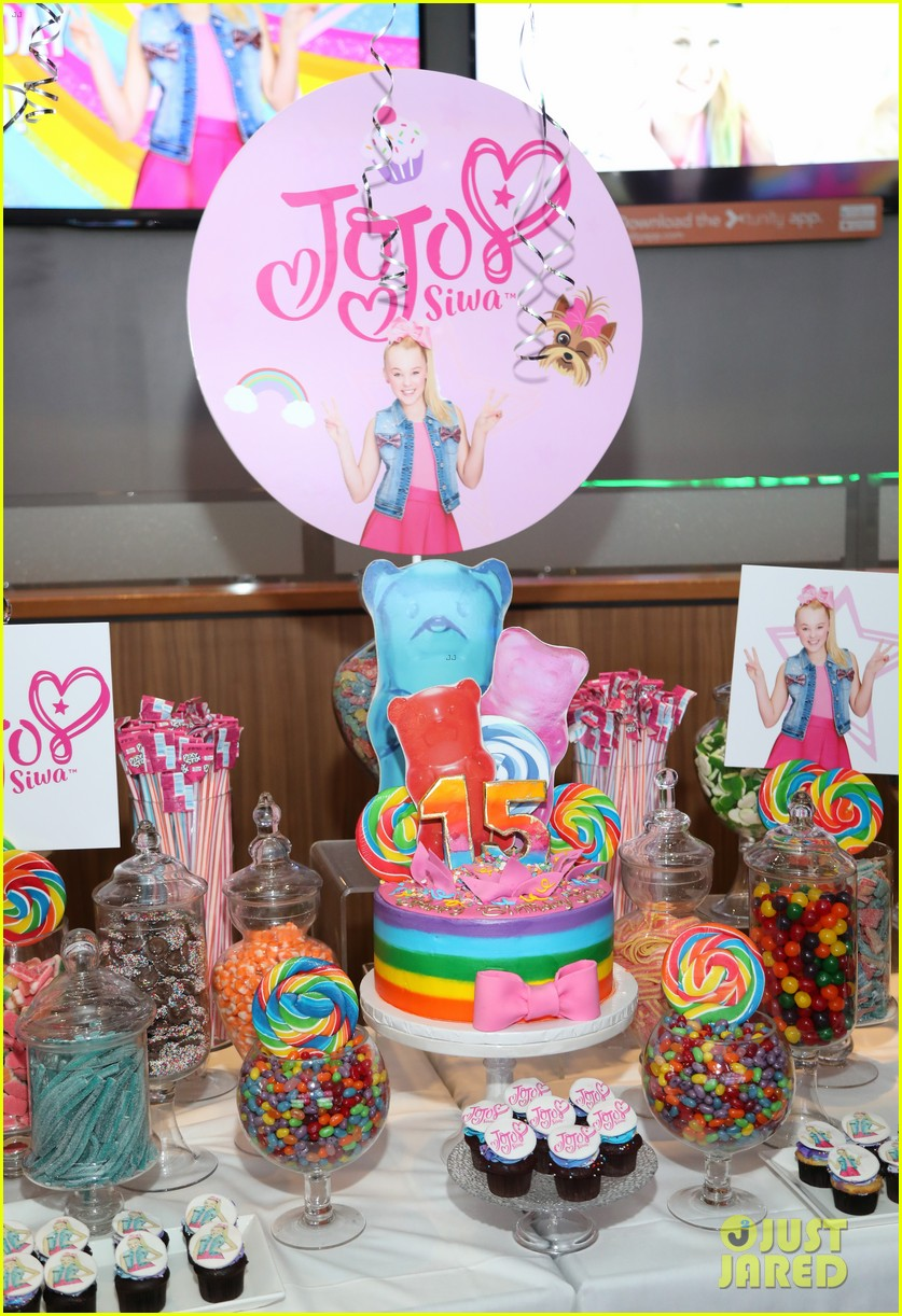 jojo siwa celebrates birthday dave and busters 11