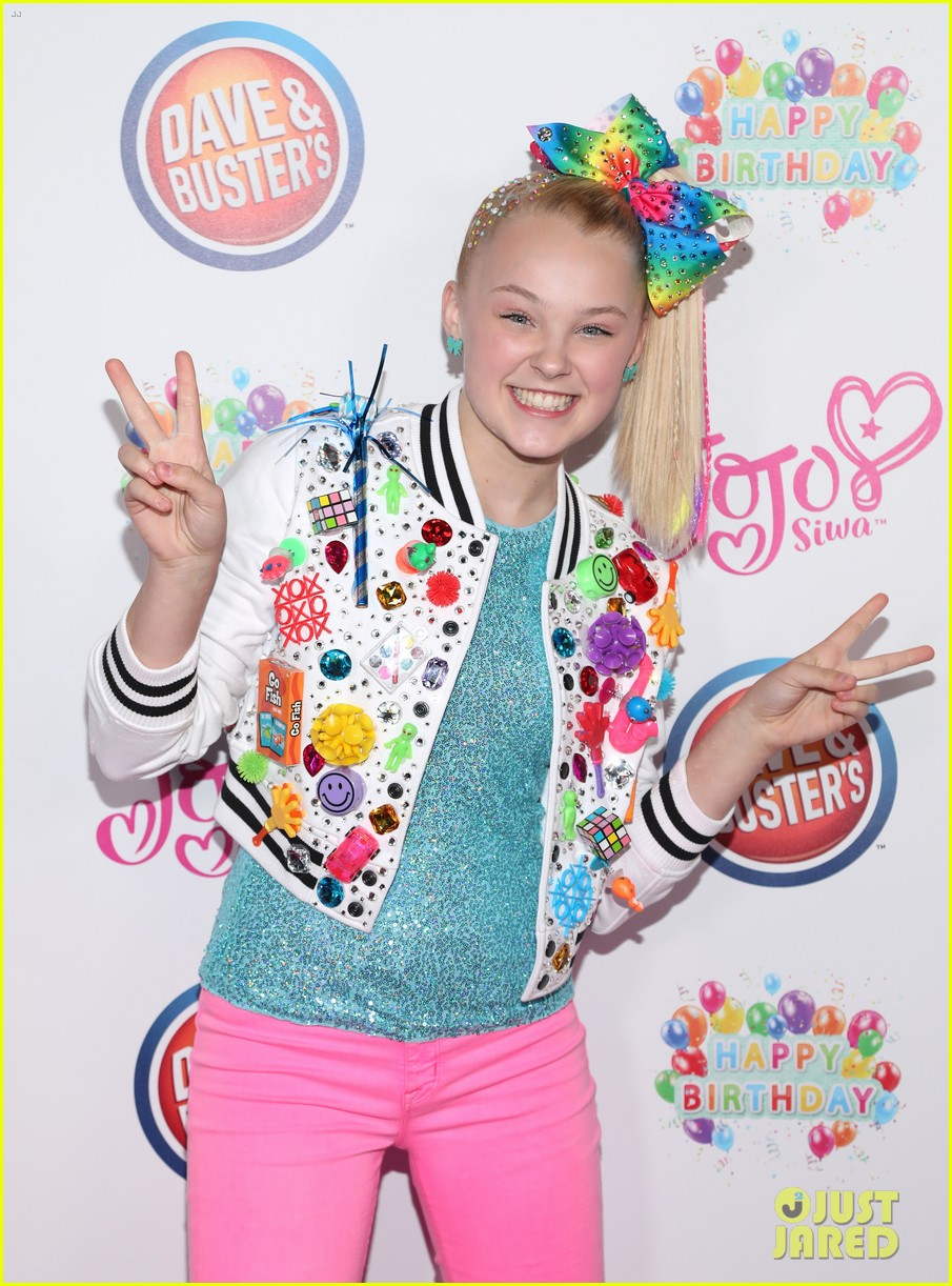 jojo siwa celebrates birthday dave and busters 14