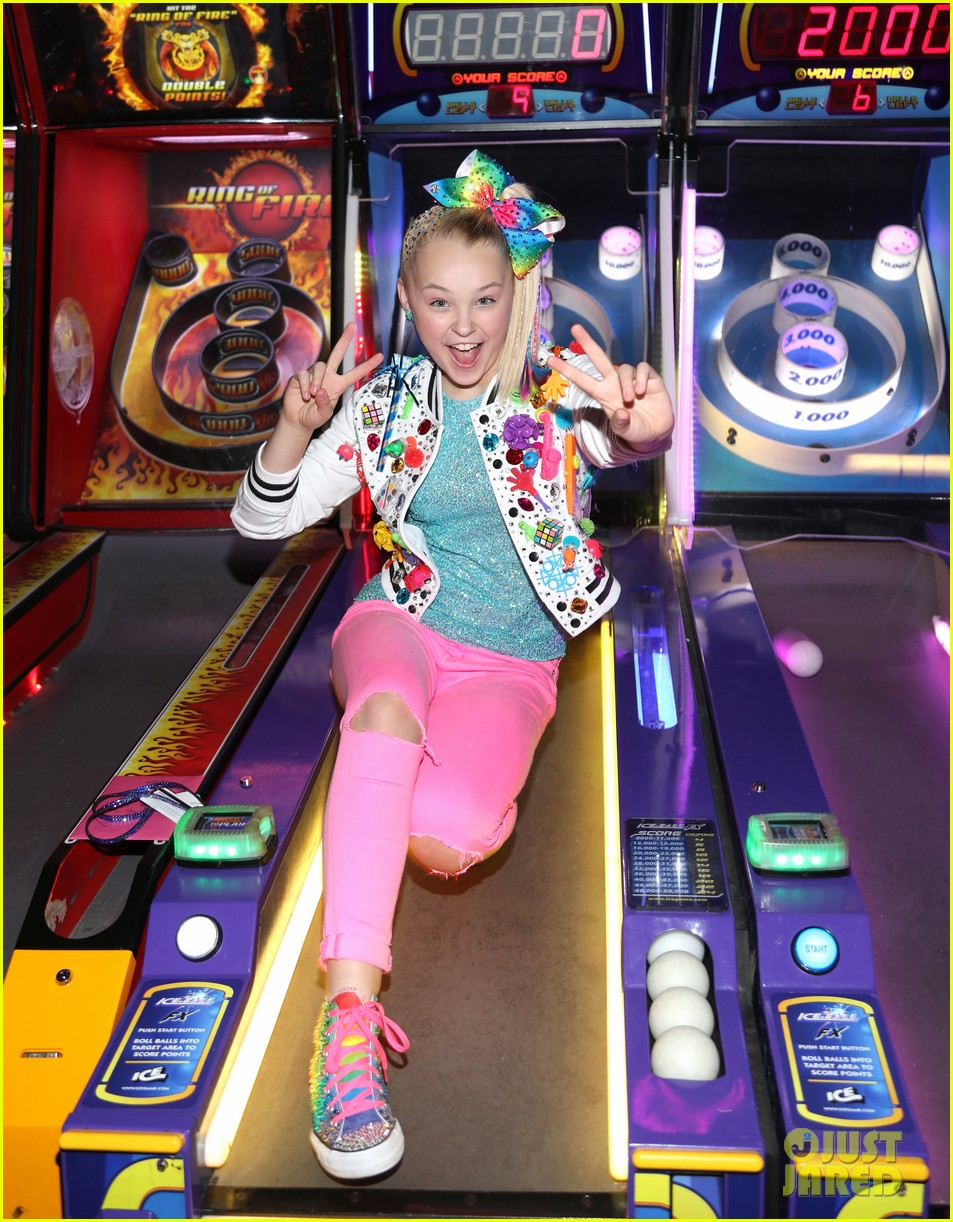 jojo siwa celebrates birthday dave and busters 15