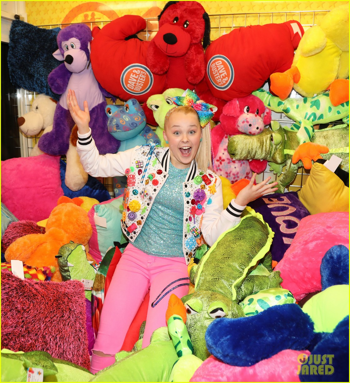 jojo siwa celebrates birthday dave and busters 19