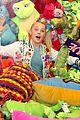 jojo siwa celebrates birthday dave and busters 16