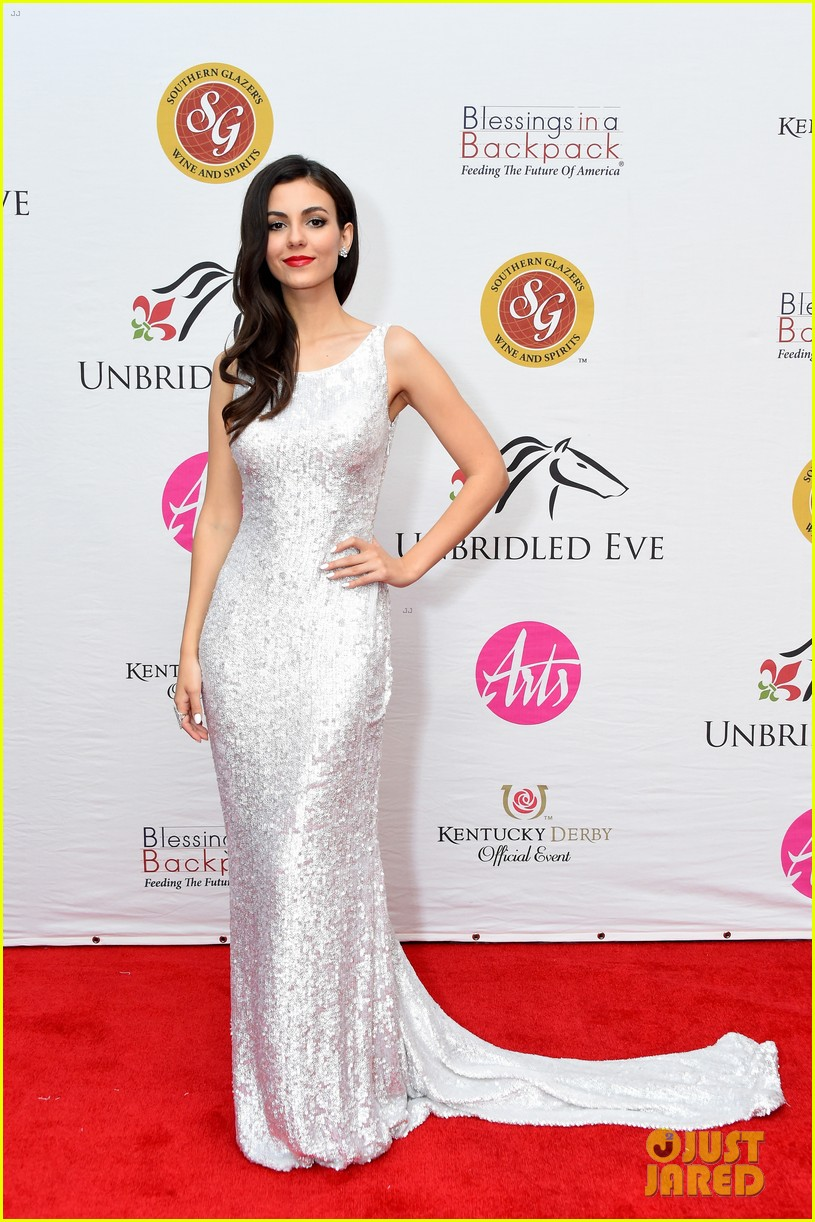 victoria justice dazzles in silver sequin dress at kentucky derby 08
