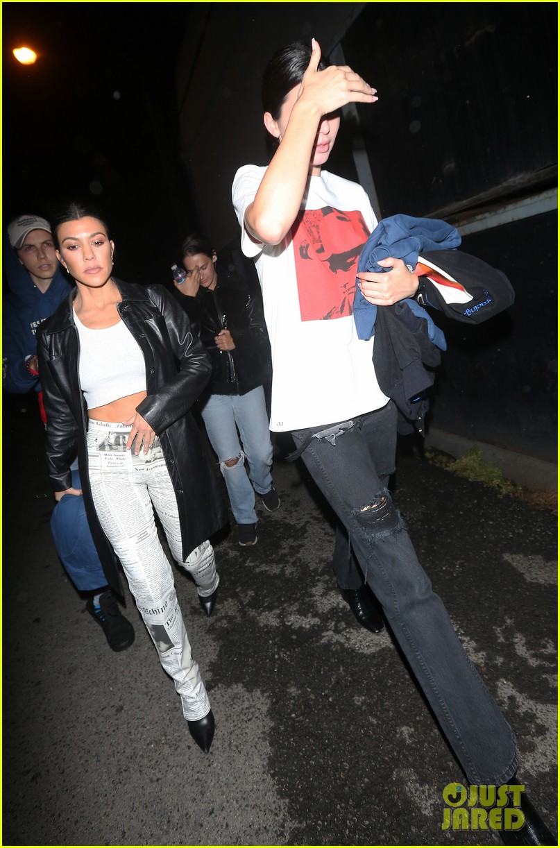 kourtney kardashian and kendall jenner check out harry hudson in concert 07