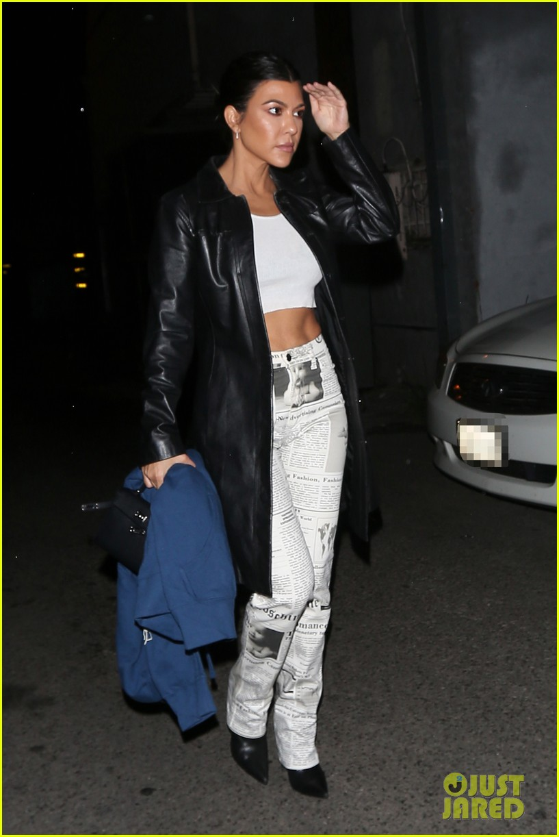 kourtney kardashian and kendall jenner check out harry hudson in concert 09