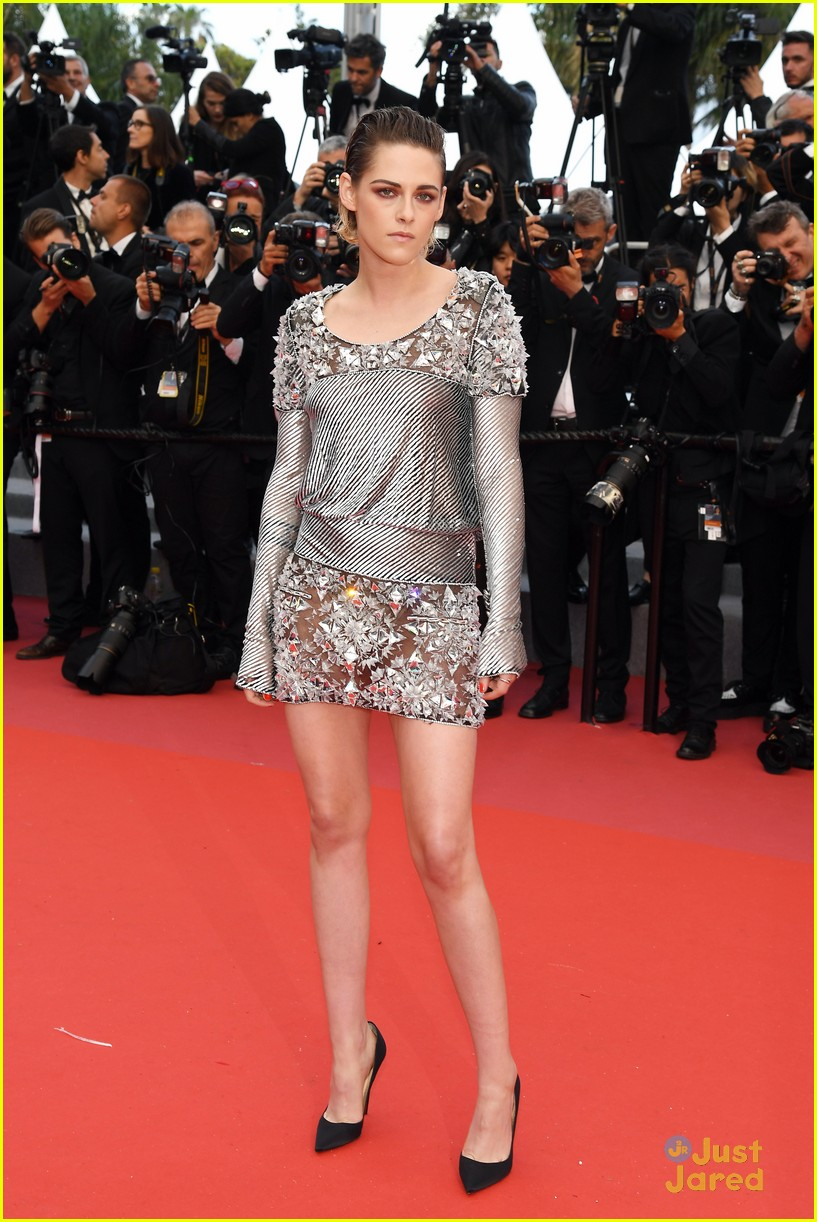 Kristen Stewart Takes Heels Off On Red Carpet At Cannes