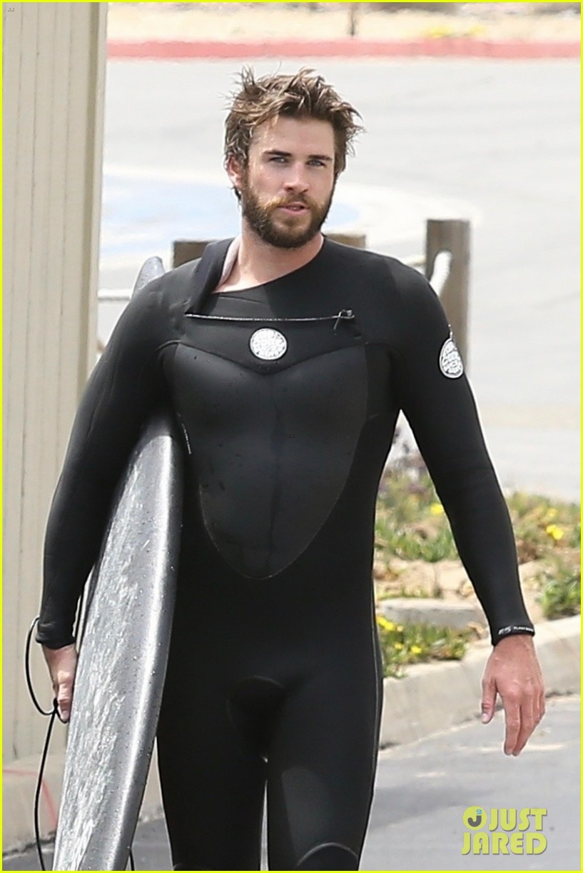 liam hemsworth beach surfing may 2018 04