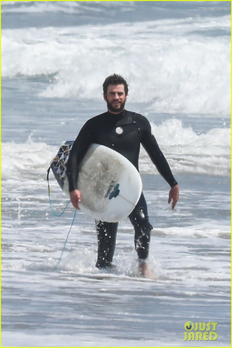 liam hemsworth surf malibu may 2018 02