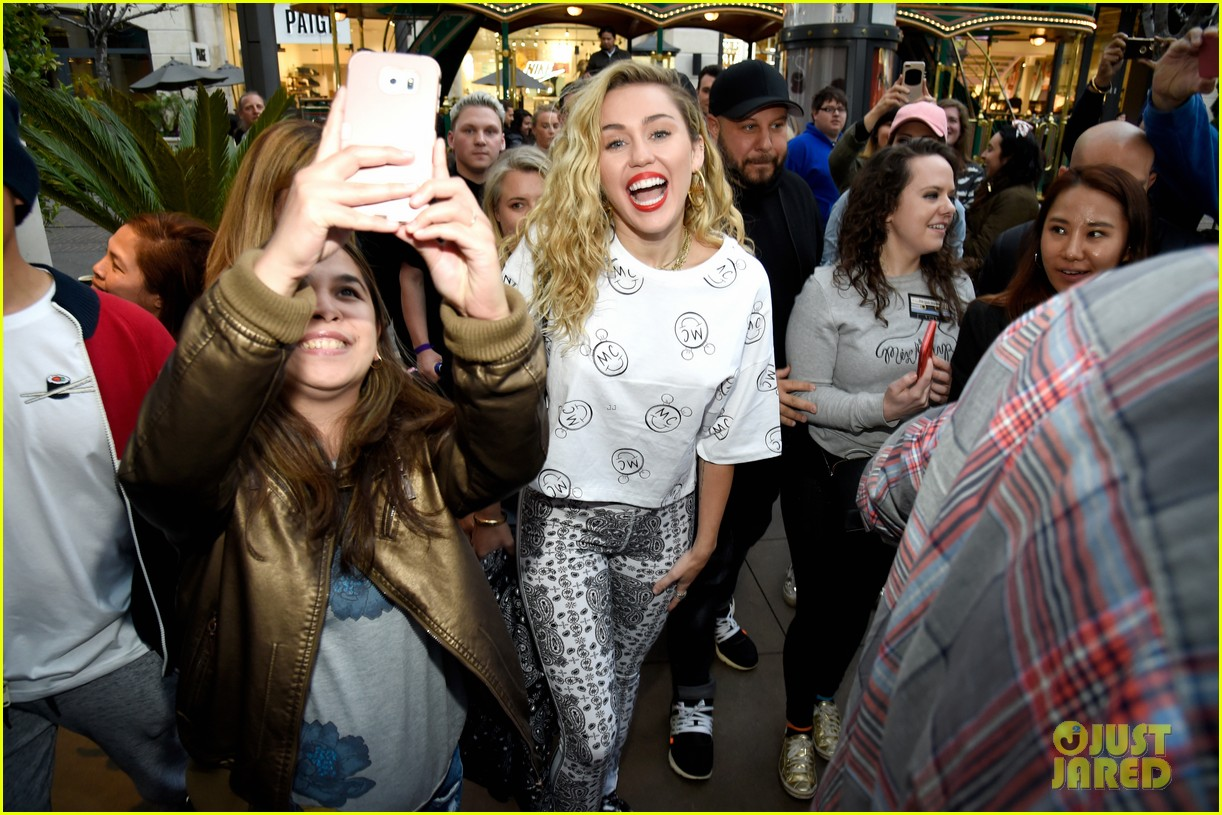 miley cyrus launches converse collection at the grove 03