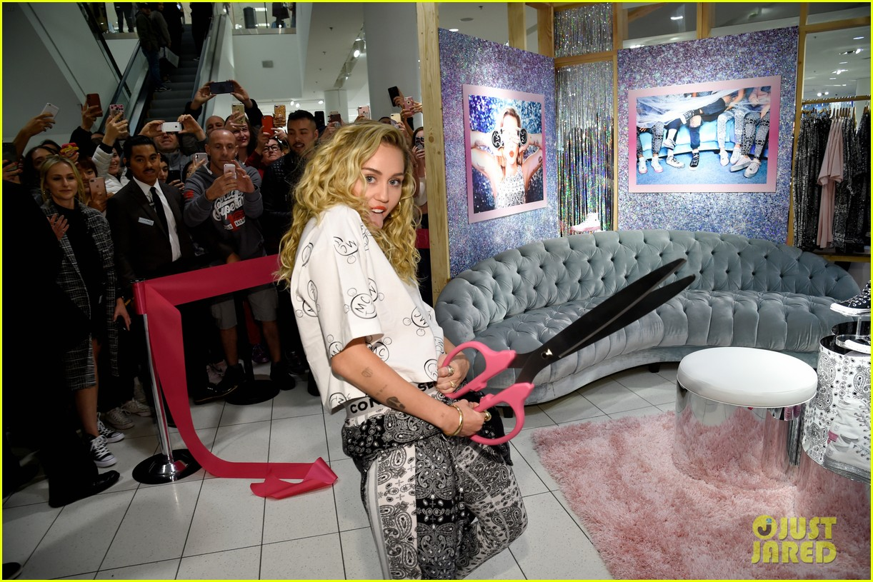 miley cyrus launches converse collection at the grove 07