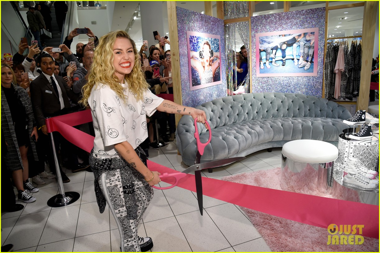 miley cyrus launches converse collection at the grove 08