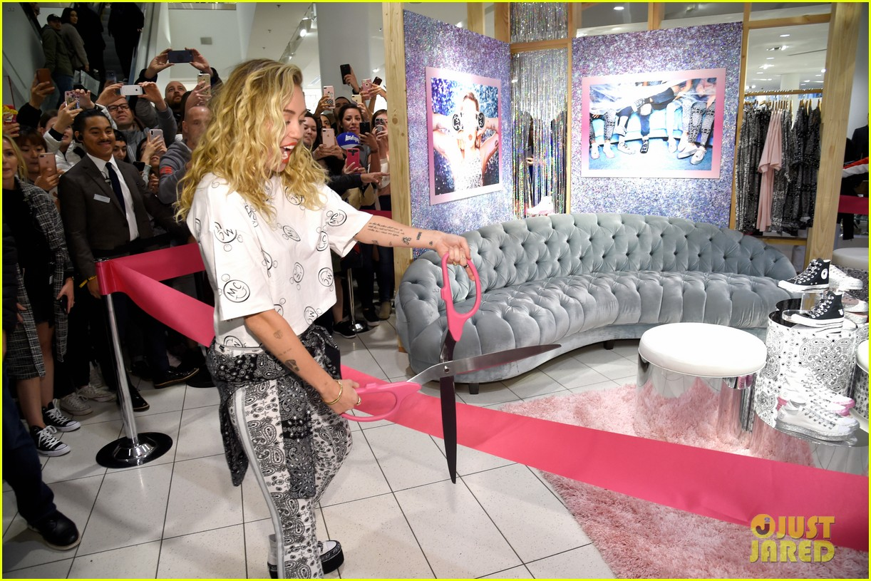miley cyrus launches converse collection at the grove 13