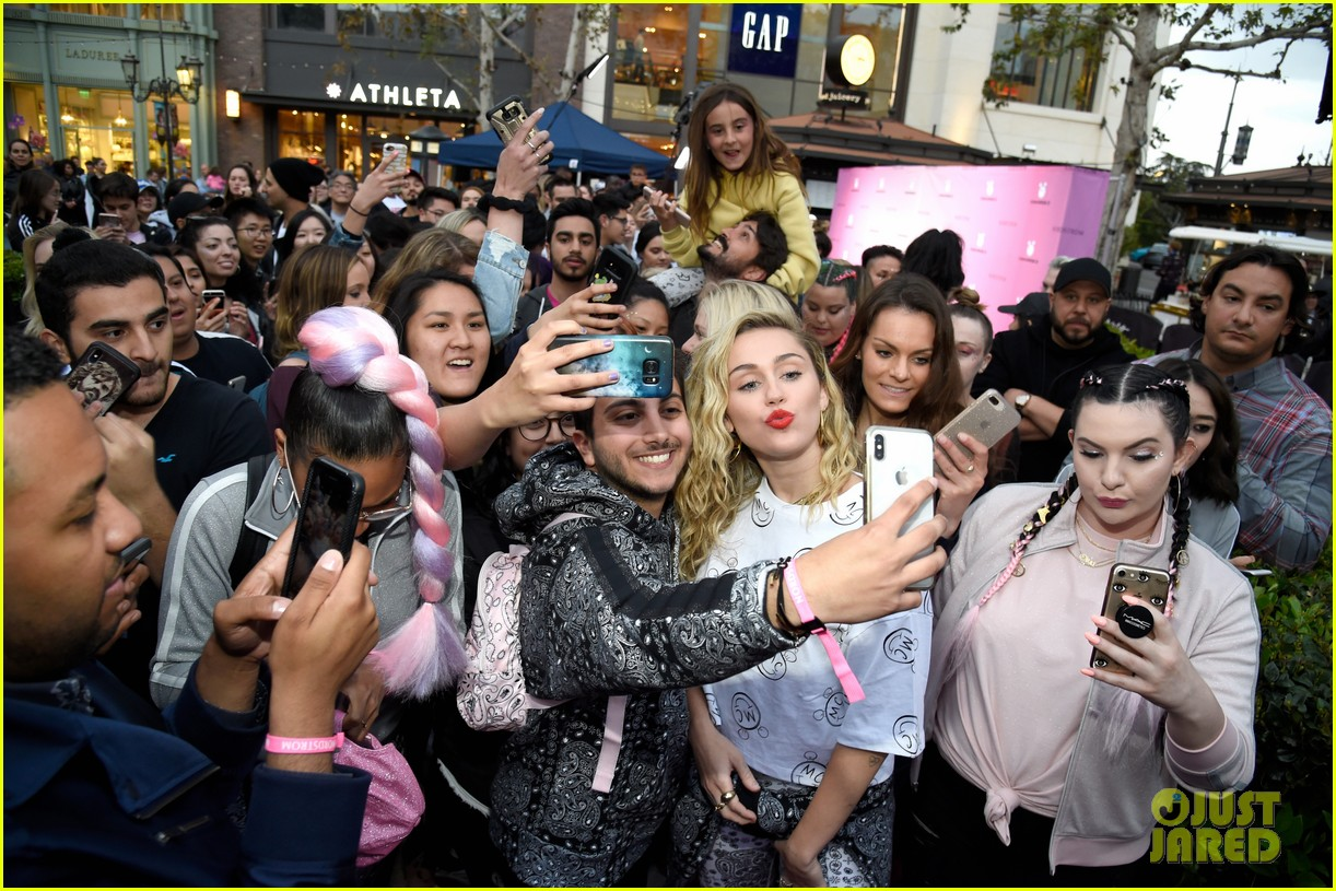 miley cyrus launches converse collection at the grove 14