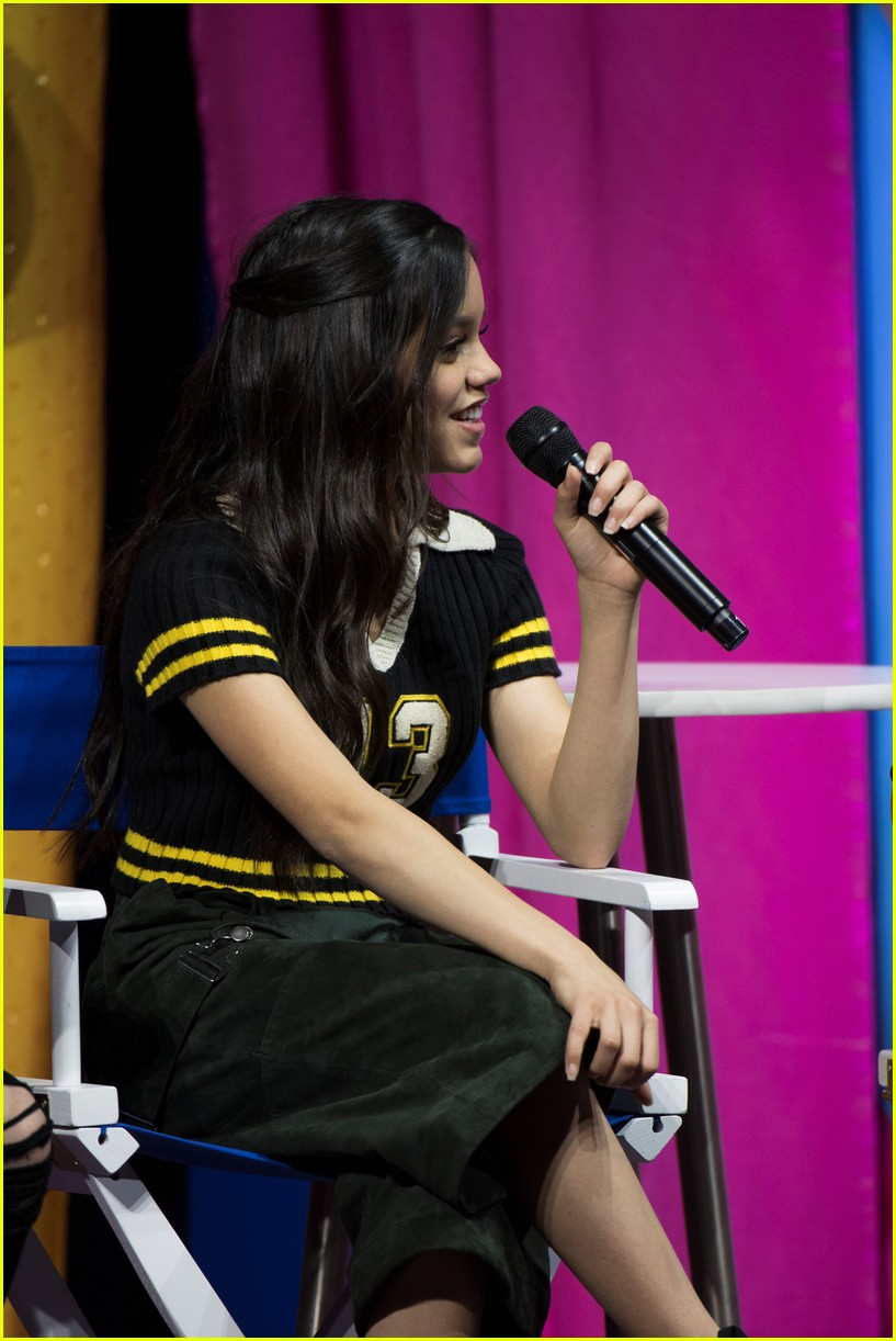jenna ortega stuck in the middle go fan fest 04