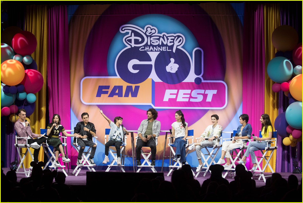 jenna ortega stuck in the middle go fan fest 17