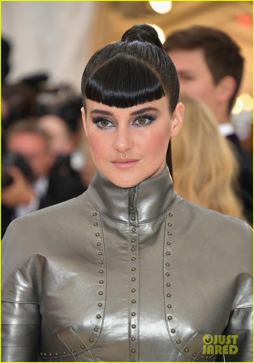 Yhdistynyt kuningaskunta täysin tyylikäs kuuma myynti Shailene Woodley Rocks Custom Ralph Lauren To Met Gala 2018 ...