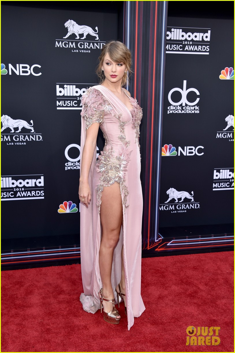 Taylor Swift Makes Surprise Appearance At Billboard Music Awards 2018 Photo 1161211 2018 Billboard Music Awards Billboard Music Awards Taylor Swift Pictures Just Jared Jr