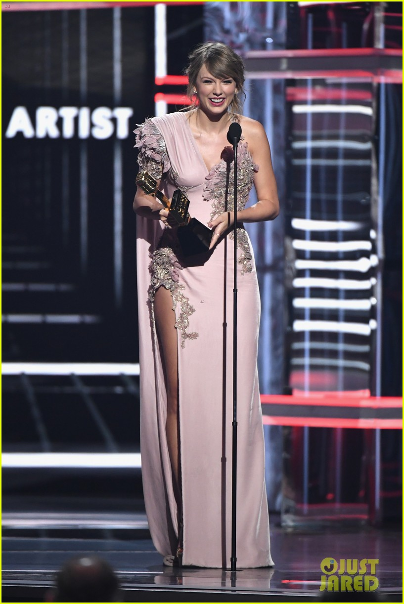 Taylor Swift Wins Big During Her Billboard Music Awards Return Photo 1161386 2018 Billboard Music Awards Billboard Music Awards Taylor Swift Pictures Just Jared Jr