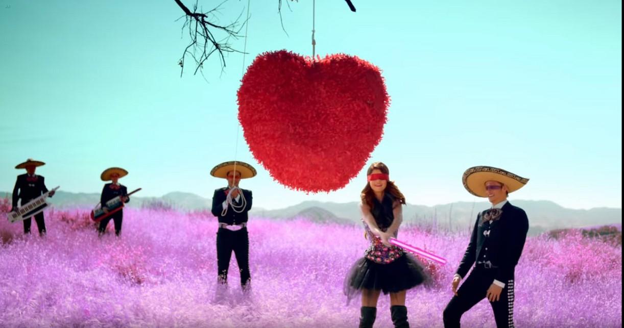 13rw monty starred selenas love song video 02