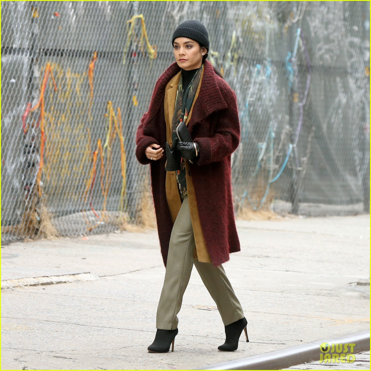 jennifer lopez calls vanessa hudgens a love bug on second act set 01