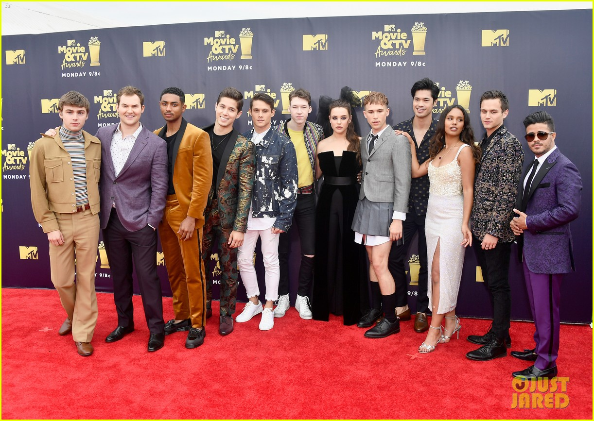 katherine langford dylan minnette 13 reasons why mtv awards 2018 03