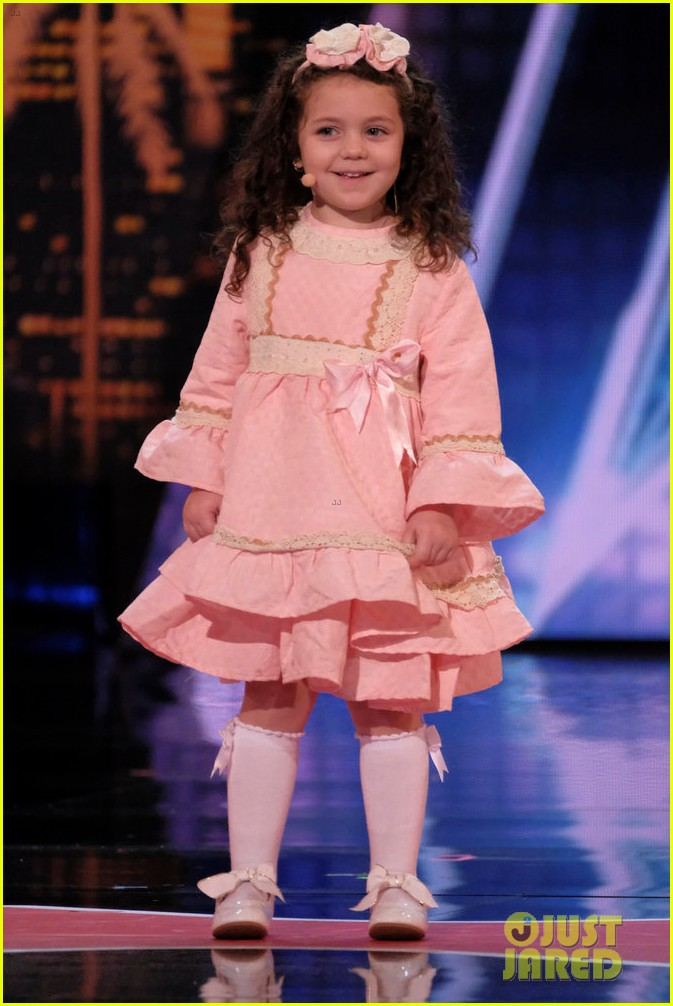 five year old girl sings frank sinatra in adorable agt audition 01