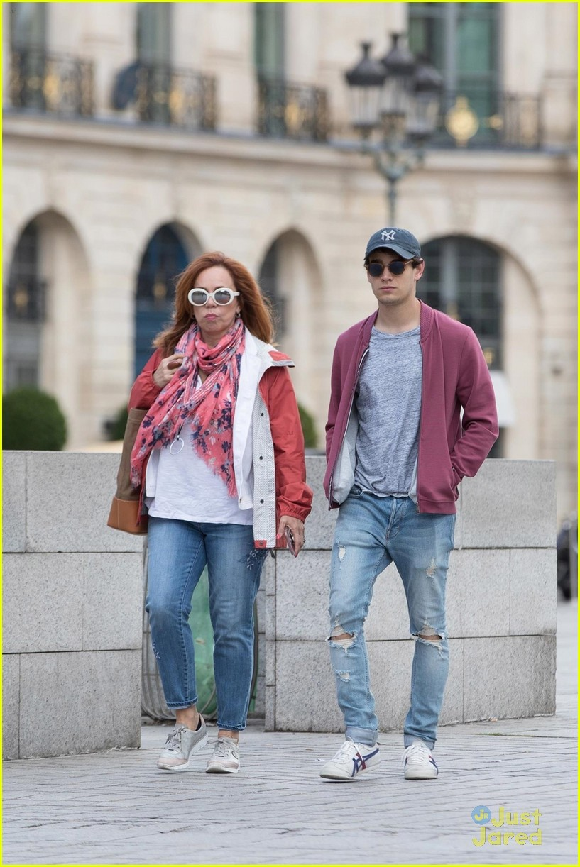 alberto rosende time mom paris after thos convention 03