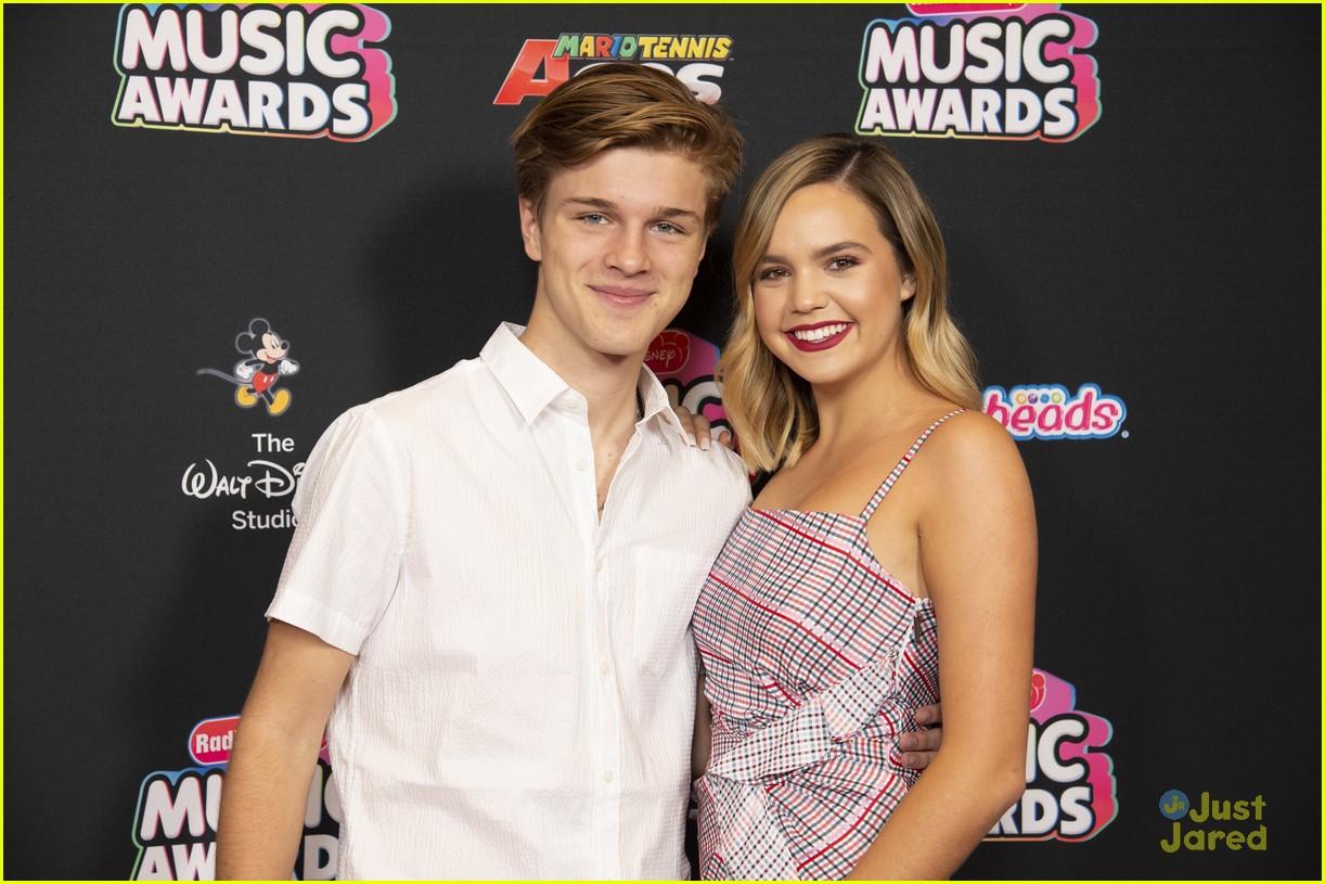 bailee madison alex lange couple up rdmas 2018 09