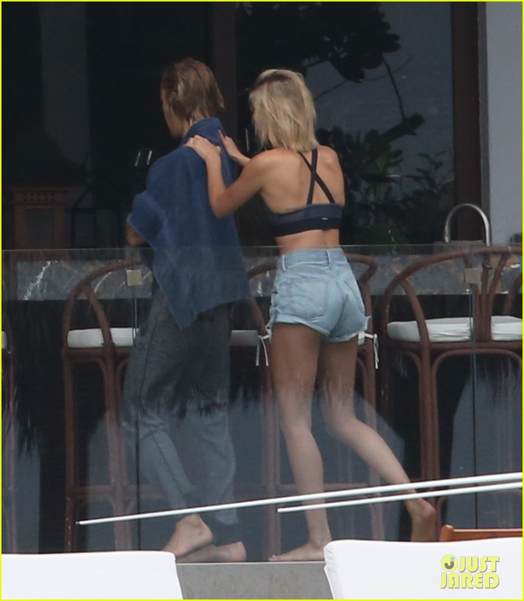 justin bieber gets cozy in miami with hailey baldwin 03