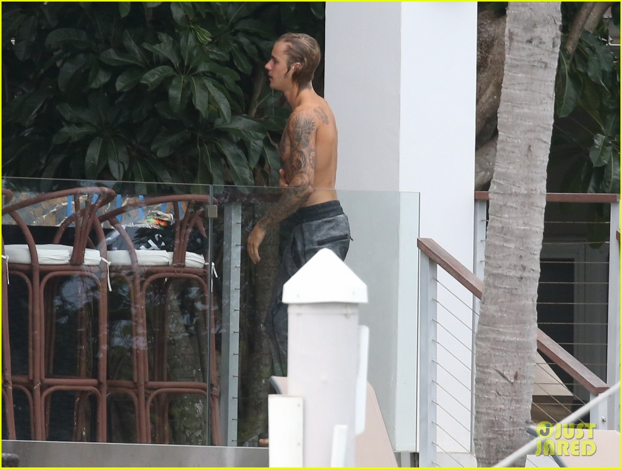 justin bieber gets cozy in miami with hailey baldwin 17