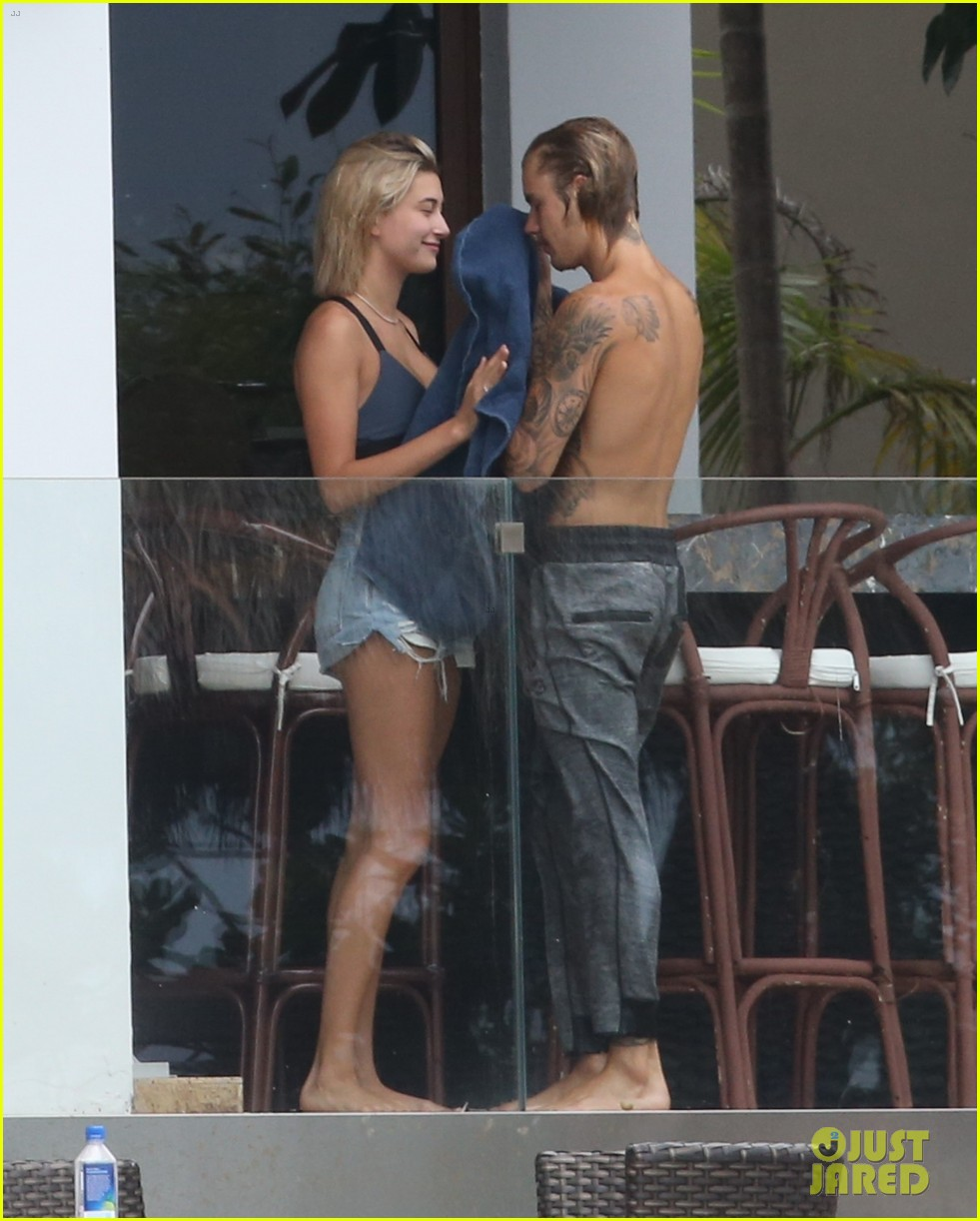 justin bieber gets cozy in miami with hailey baldwin 29