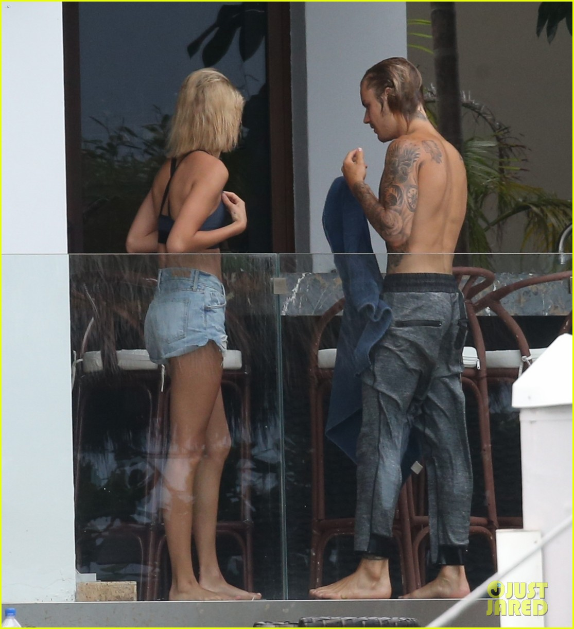 justin bieber gets cozy in miami with hailey baldwin 31