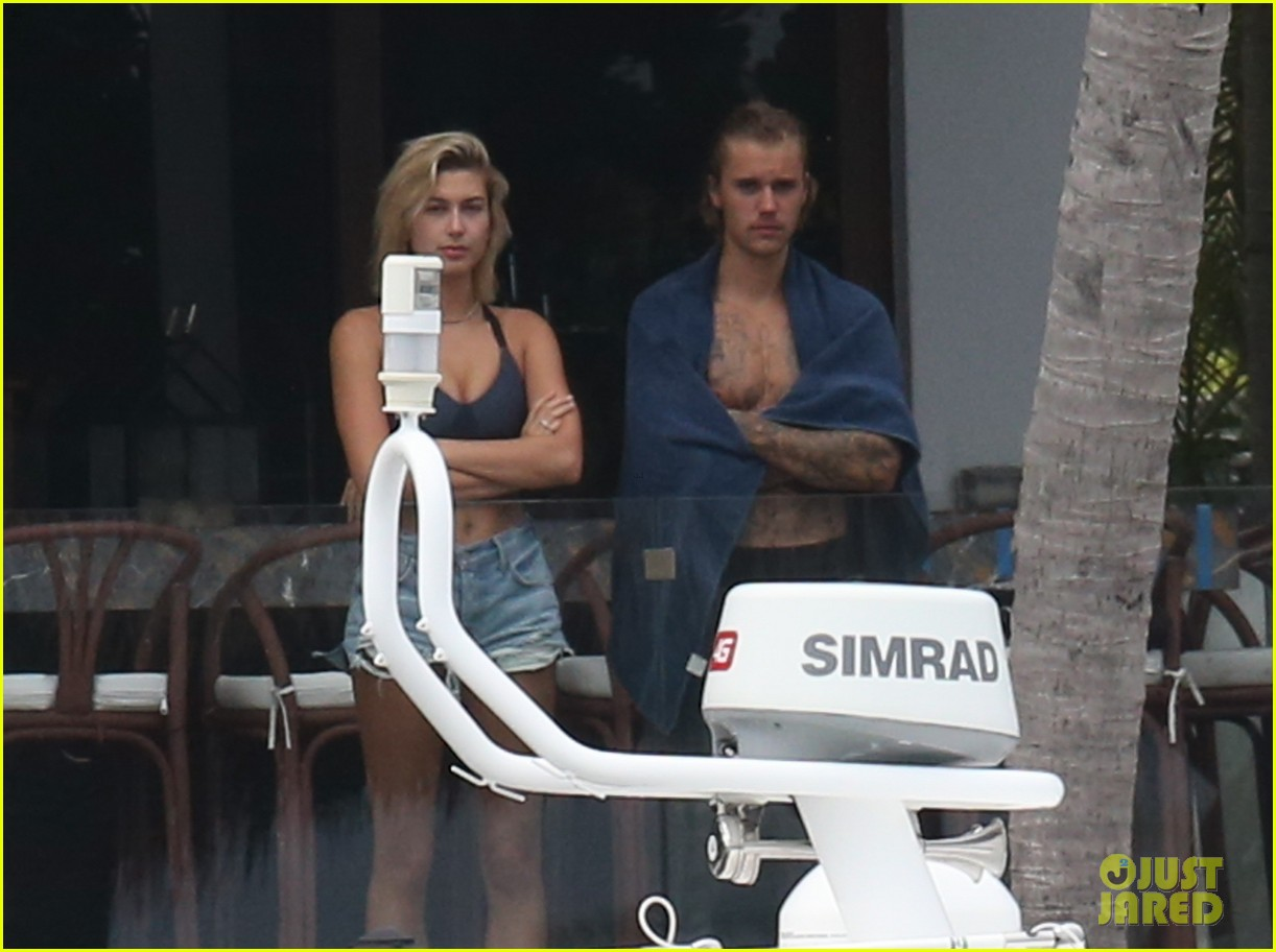 justin bieber gets cozy in miami with hailey baldwin 32