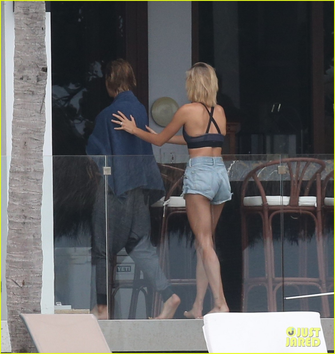 justin bieber gets cozy in miami with hailey baldwin 37