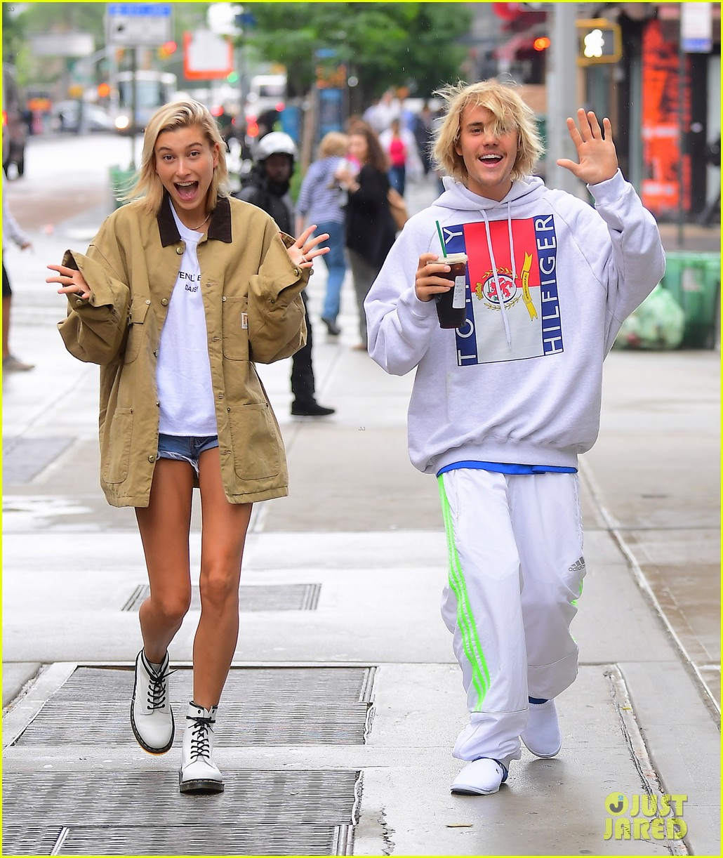justin bieber hailey baldwin get silly during starbucks run 01