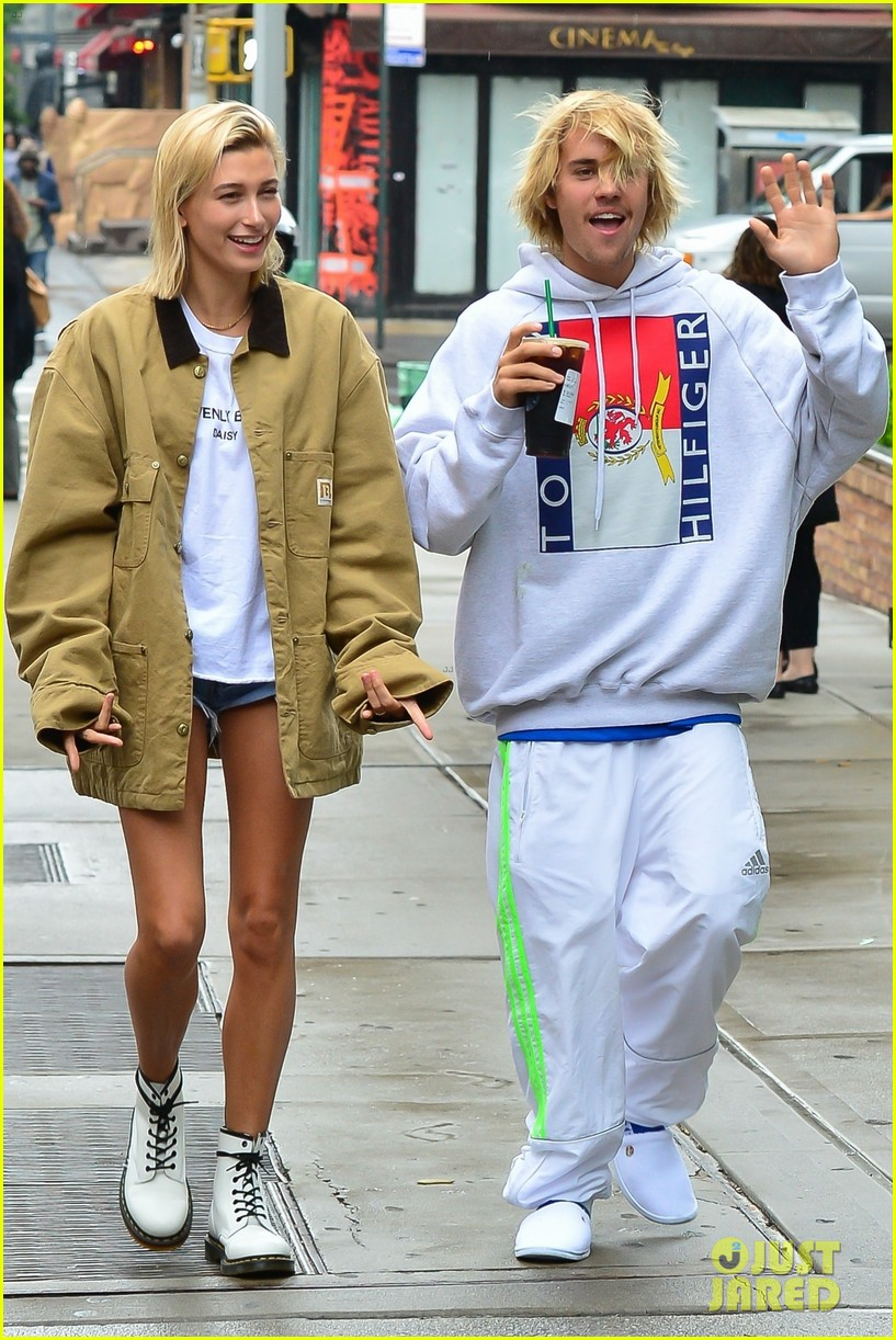 justin bieber hailey baldwin get silly during starbucks run 07