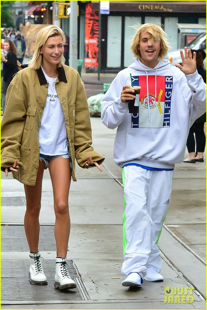 justin bieber hailey baldwin get silly during starbucks run 08